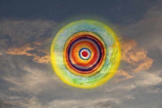 """iconoCero: """"Formas Pensamento"""", trabajo visual de Vitor Schietti. Anemonas de mar deslizándose en el cielo, flores circulares que fluyen dejando en su forma el suspiro que nace con el incendio del atardecer. Artes visuales, composicion visual surreal, foto digital y acuarela."""