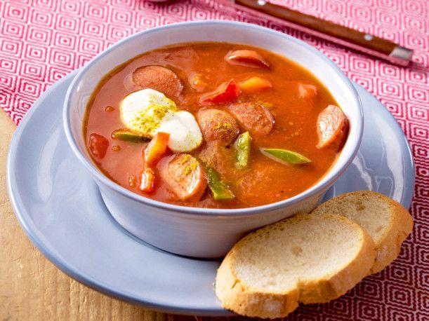 Unser beliebtes Rezept für Fixe Currywurstsuppe und mehr als 55.000 weitere kostenlose Rezepte auf LECKER.de.