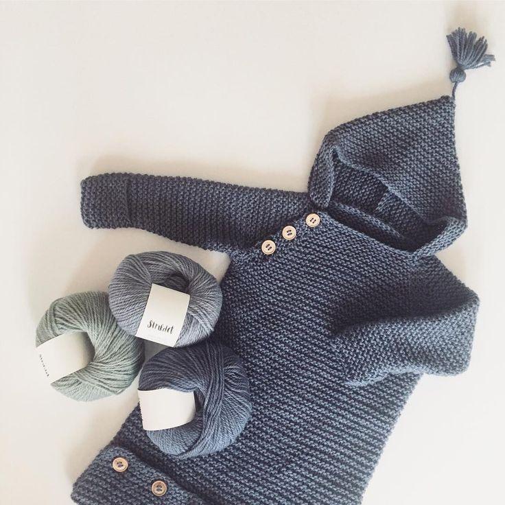 Babylove❤️ HARALDS CUDDLEBAG (Den dejligste uld og den dejligste puttedragt til alle efterårs barnevognslurene☺️✌) Knittingpattern in danish in the shop - english version in the making. This one is made in our lovely Baby Wool - Dusty blue (70% merino - 15% alpaca - 15% yak). Go to www.strikdet.com link in bio _____________________________________________________ #strik #instaknit #knitstagram #babyknits #babystrik #babyhue #strikkedilla #barnestrikk #preggo #barselsga...