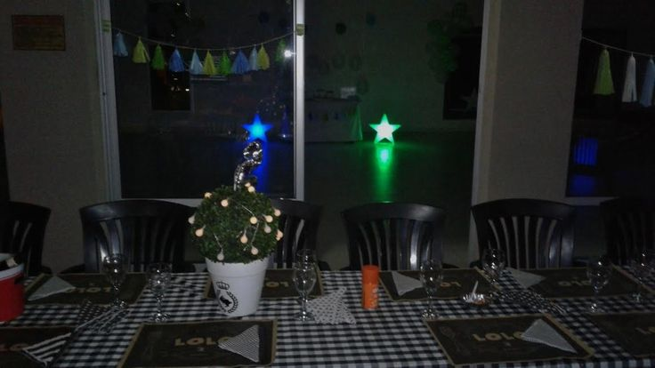 Ambientación de mesas con individuales personalizados