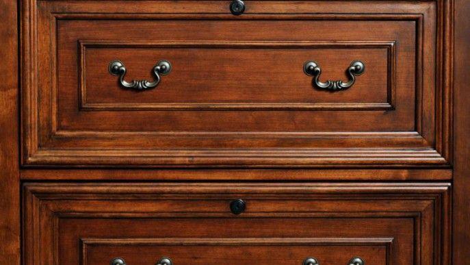 3 skuteczne sposoby na renowacje starych mebli