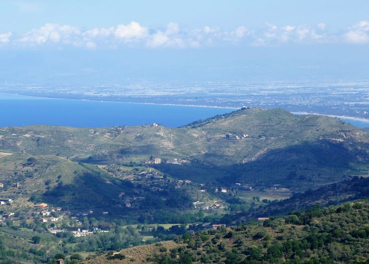This beautful house is on the edge of the town with extensive views over open c ountryside towards the Bay of Salerno nd the Amalfi coast. The beach at Baia Arena is 10 minutes away. Email venzano1@gmail.com
