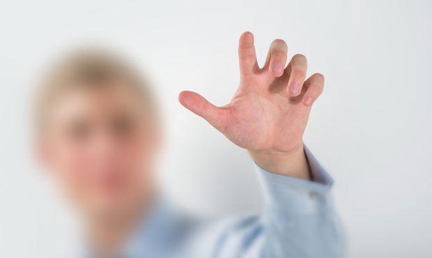 触れることのできない「透明マント」の開発がスタート