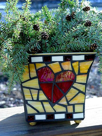 great color combo on this mosaic planter
