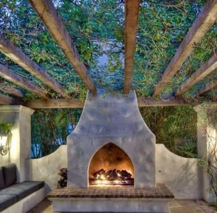 Outdoor fireplace / pergola