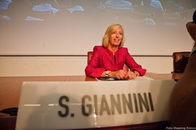 """Giannini, la ministra """"spiritosa"""" della Pubblica Istruzione: """"basta con i supplenti, ma non li elimineremo fisicamente"""" (foto Meeting Rimini)"""
