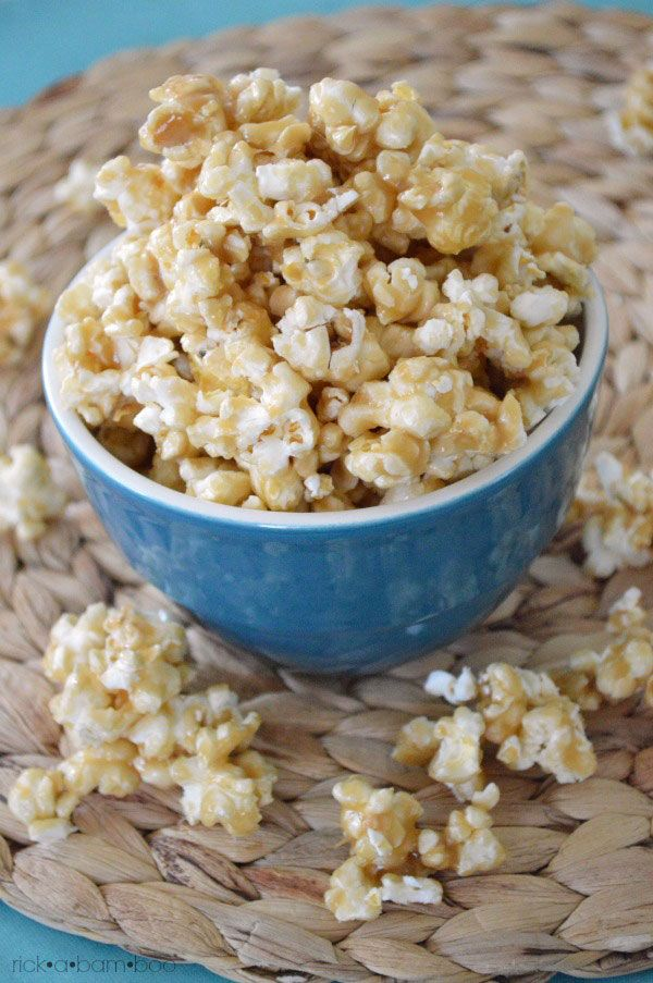 The Best Caramel Corn Recipe EVER | rickabamboo.com | #caramel #popcorn #movienight