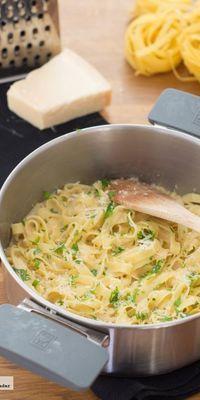 Receta de fettuccini a la cazuela con salsa de ajo y queso parmesano