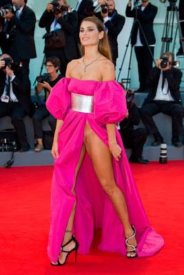 Italian models suffers wardrobe malfunction on the runway