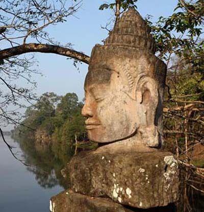 Bouddha. Angkor. Cambodge.                                                                                                                                                                                 Plus