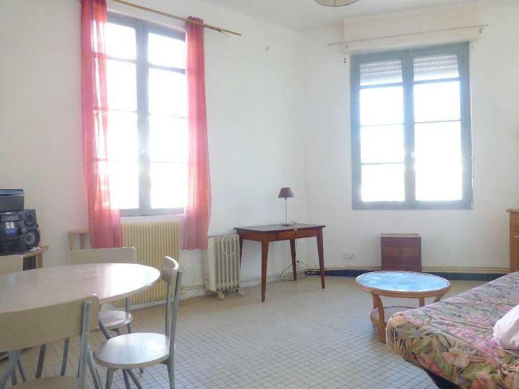 Appartement de type 2 de 42 m² comprenant un séjour, une cuisine indépendante, une chambre, salle d'eau. petite copropriété, syndic bénévole, charges annuelle de 85 ?.
