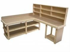 corner workbench would make an awesome craft table. This is very close to what I want!!! I need to find the plans on how this is made