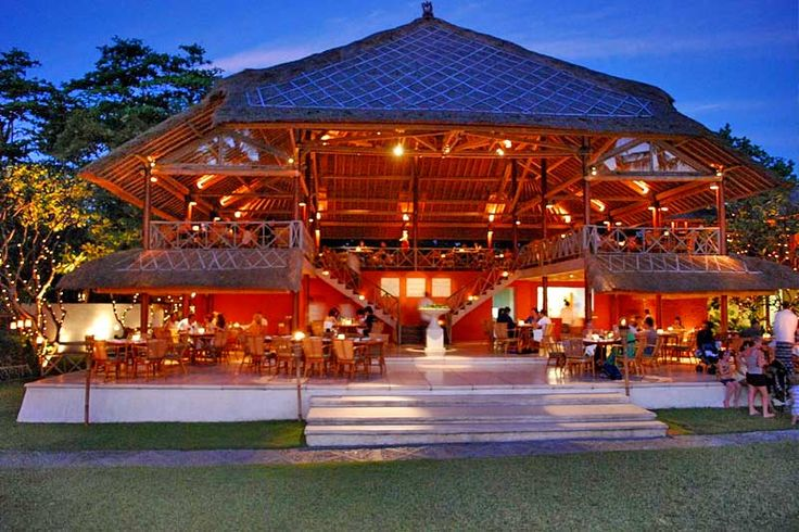 La Lucciola Restaurant  is one among Seminyak's most renowned beachfront dining icons. The legendary restaurant which is located just 5 minutes walk from Tonys Villas offering a menu that features international fusion and Mediterranean cuisine. Your dining experience is complemented by great ocean and sunset views beyond a coconut grove.Image courtesy by google.com #bali #seminyak #balimagic #restaurantinseminyak #holiday #honeymoon #tonysvilla #villainbali #villainseminyak