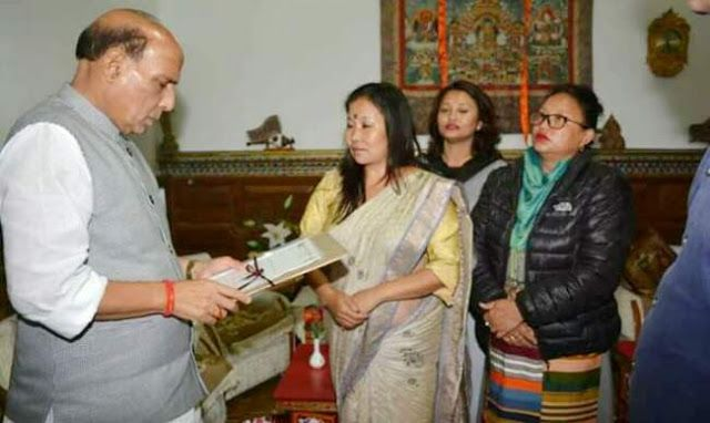 Sikkim Girl Gang-Rape Case - SKM Nari Morcha representatives met Union Home Minister   Follow Up : Gurugram Sikkim Girl Gang-Rape Case  SKM Nari Morcha representatives met Union Home Minister Sh Rajnath Singh  Sikkim Krantikari Nari Morcha representated by Kala Rai Mingma Tamang and Junu Chettri also met Shri Raj Nath Singhji yesterday. The Nari Morcha team submitted a memorandum to the Union Home Minister demanding his intervention for Justice to rape victim of Sikkim who was gageraped in…