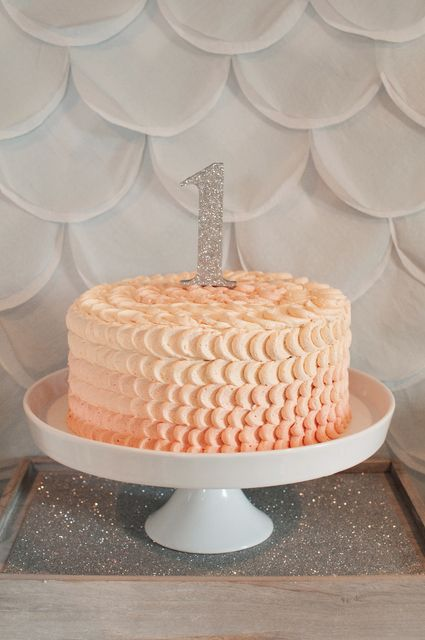 Ombre Ruffled Cake for a first birthday party #ombre #rufflecake