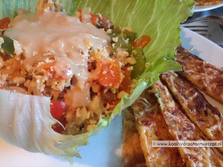 Deze groente sla-wraps met pindasaus is een is een prachtig koolhydraatarme maaltijd! Overgoten met een heerlijk zoete Oosterse pindasaus en koriander.