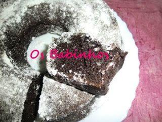 AS PAPINHAS DOS BABINHOS: Bolo de iogurte com farinha de alfarroba - http://aspapinhasdosbabinhos.blogspot.pt/2010/10/bolo-de-iogurte-com-farinha-de.html