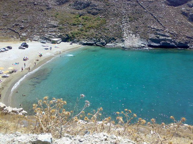 #Andros #Geece APOTHIKES Location: Right in the center of the west side of the #island, in the area of Stavropeda.  Special features: Sandy beach with crystal clear waters, a small and scenic cove, ideal for fishing. There are few sunshades and a #beach #bar.  How to get there: By car. Follow the main road towards Chora and, at Stavropeda, turn right and then right again to get to Chalkolimionas beach. Approximately half kilometer before the end of the road, there is a gravel road to your…
