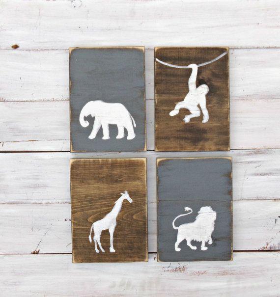 Rustieke jungle dier kwekerij set. Dit is een eenvoudig, tijdloos vier delige set, hand geschilderd op teruggewonnen hout. Grote muur art Welkom thuis baby naar zijn nieuwe kamer die hij door de jaren heen kunt hangen.  Kleuren van de Raad van bestuur zal worden afwisselend vlek en kleur, wij bieden alle gebeitst boards of alle effen kleur platen. Alle afbeeldingen worden witte tenzij vermeld.  Set van vier. Elk bord meet ongeveer 11 x 8 elke en komt klaar om op te hangen.  Meer weten over…