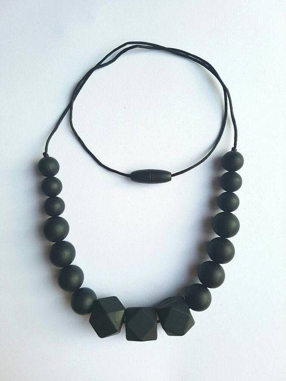 Bekijk dit items in mijn Etsy shop https://www.etsy.com/nl/listing/491646940/bijtketting-met-zwarte-siliconen-kralen