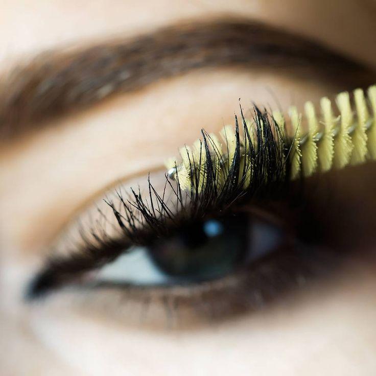 """Beauty-Update: Das ist die erste Mascara, die unsere Wimpern färbt - """"Die Zeiten, in denen man zur Kosmetikerin läuft, um sich die Wimpern färben zu lassen, sind vorbei: Die erste Mascara, die die Wimpern tönt, ist jetzt im Handel."""""""