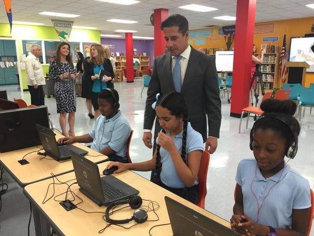 Superintendent Alberto Carvalho speaks with students at Twin Lakes Elementary in Hialeah, a school that was recognized by the Education Equality Index for how well its low-income students perform.