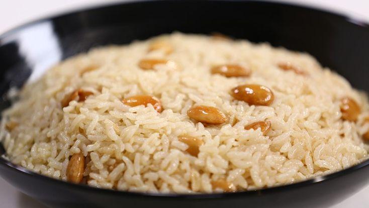 Pirinçleri üzerini örtecek kadar ılık tuzlu suda 30 dakika bekletin. Süzüp bol suyla yıkayın.