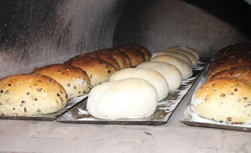 Brandhof Bijzonder Brood - Vers gebakken ambachtelijk brood uit houtoven!