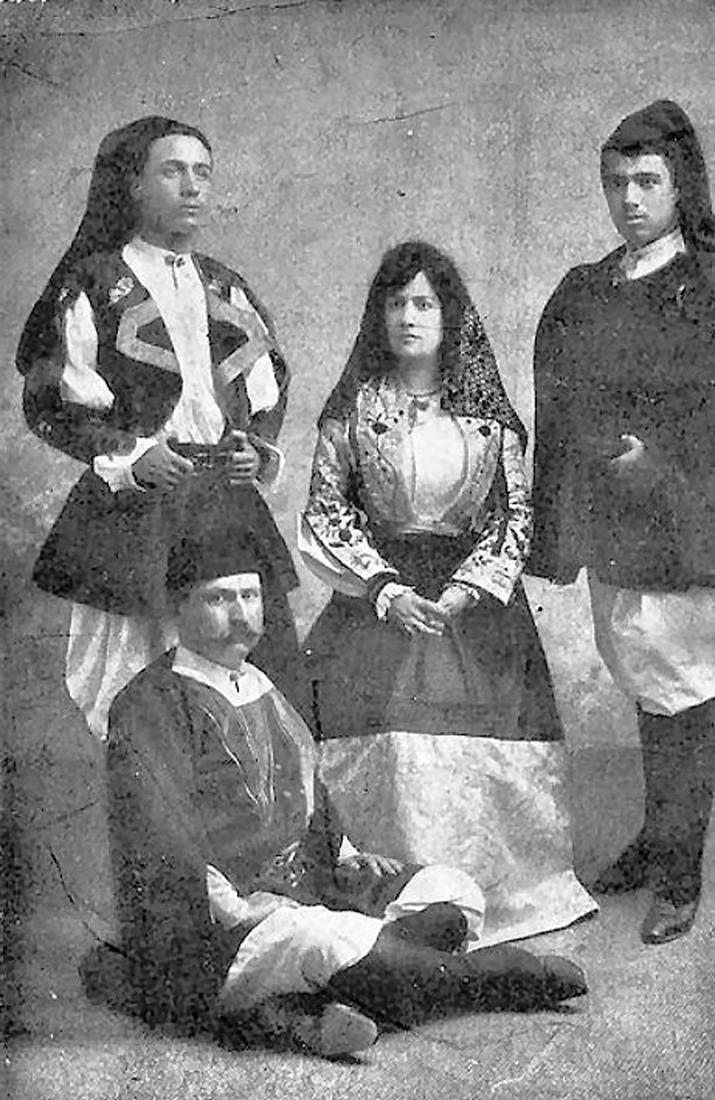Famiglia in abito tipico