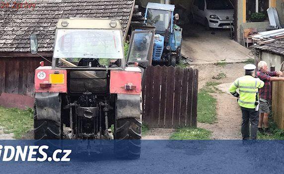 Na Benešovsku přejel traktor dítě, letěl pro ně vrtulník