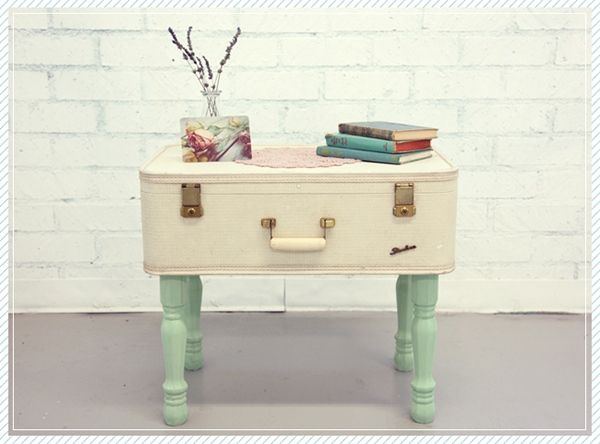 Simple vieille valise comme table