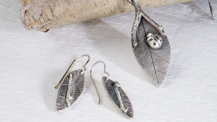 Grow your metal clay repertoire with an array of basic techniques that put sterling silver metal clay through its paces.