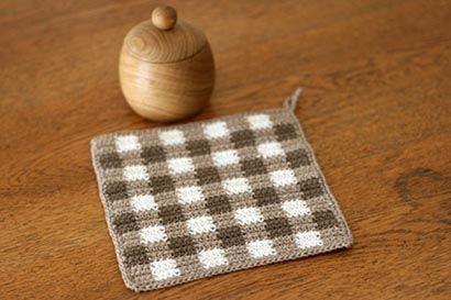 ギンガムチェックのかぎ針編みマットの作り方|編み物|編み物・手芸・ソーイング                                                                                                                                                                                 もっと見る