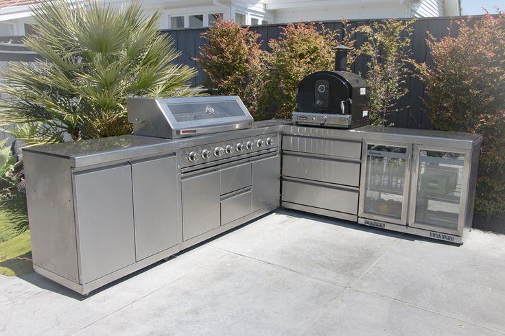 Platinum II Series Outdoor Kitchen with Pizza Oven