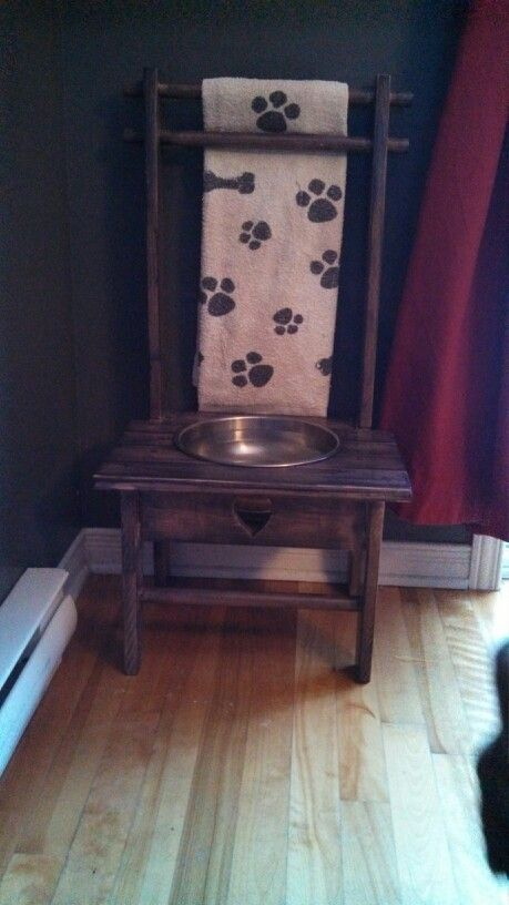 Dog chair for food or water