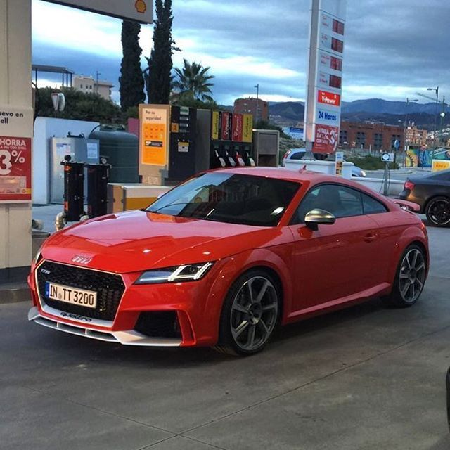 Der neue Audi TT RS ist in Spanien einem Carspotter erstmals ungetarnt vor die Linse gekommen! Carspotter @worldsuupercars hat wirklich Glück gehabt: In der Nähe von Granada (Spanien) scheint Audi ... weiterlesen