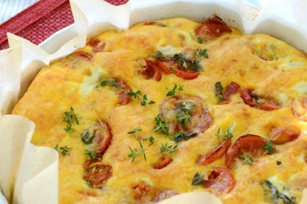 Jajčni narastek s paradižniki (Egg souffle with tomatoes).   #ZeleniPonedeljek #Dinner