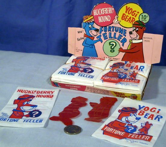 Huckleberry Hound & Yogi Bear ~ Fortune Tellers ~ 10¢ Novelty Store Display 1977