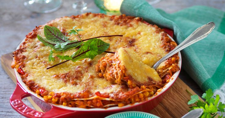 Godaste receptet på vegetarisk tacopaj med röda linser. Perfekt till fredagsmyset!