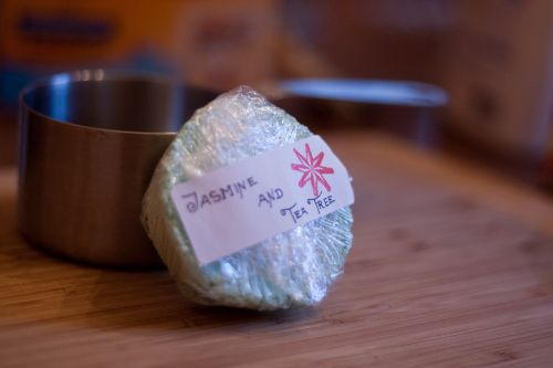 easy DIY bath bombs like lush cosmetics This one includes online suppliers! !