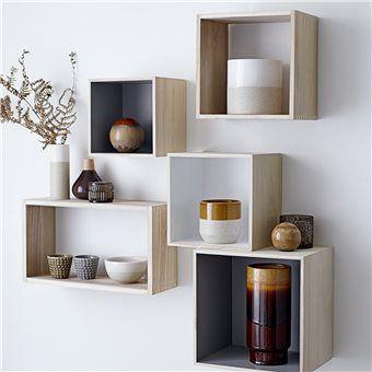 Sommige spullen wil je gewoon inlijsten, zoals een mooie souvenir. Met een display box geef je hem de aandacht die hij verdient! Deze houten Bloomingville displays gebruik je om jouw pronkstukken mee tentoon te stellen. Ook leuk: hang ze aan de wand!