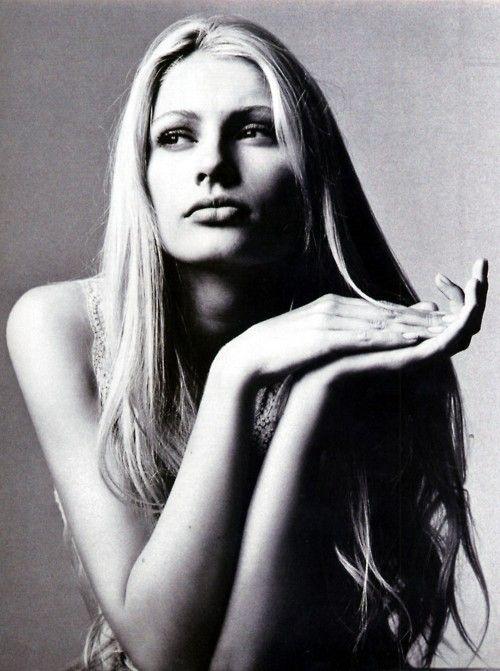 Kirsty Hume    Vogue Australia (November/1996)    photo: Irving Penn