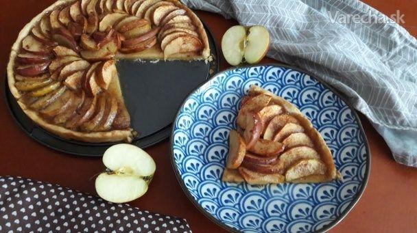Jablkový koláč s karamelom