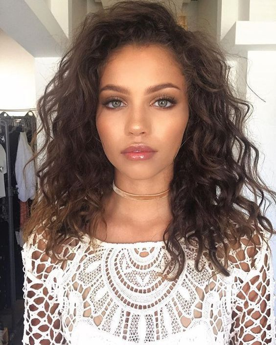 The 25 Best Shoulder Length Curly Hairstyles Ideas On