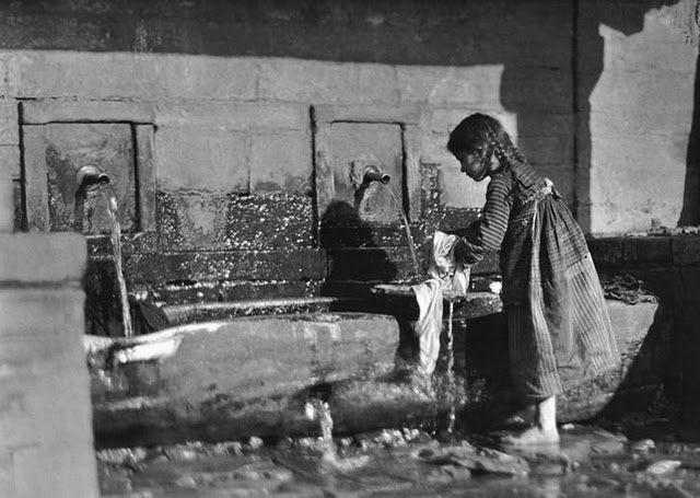 TRAVEL'IN GREECE I Frédéric Boissonnas: Μέτσοβο, στη βρύση, 1913