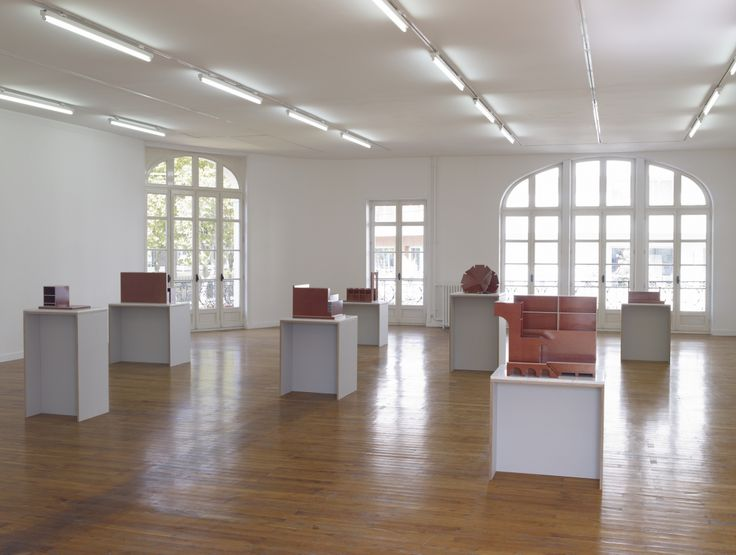 Raphaël Zarka, vue de l'exposition Le tombeau d'Archimède, 2011, vue de l'étage du Grand Café  © Marc Domage