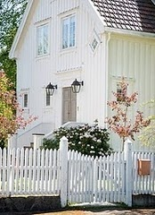 White picket fences!Country House, Dreams House, Gardens Gates, White Barn, Cottages,  Pale, White House, Barns House, White Picket Fence