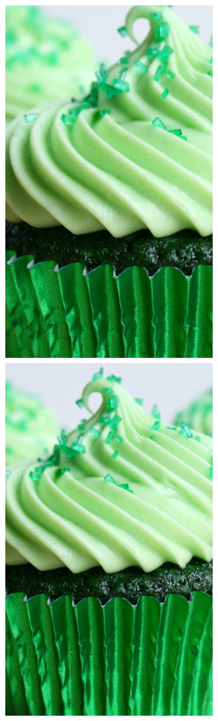 Green Velvet Cupcakes ~ Moist and fluffy green velvet cupcakes with cream cheese frosting.