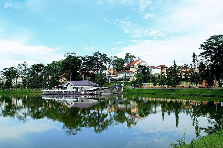 Xuan Huong Lake in Dalat: Dalat