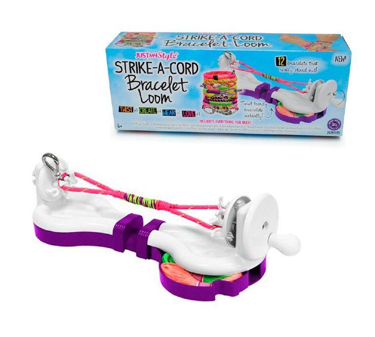 Telar portátil para pulseras personalizadas, podrás torcer los cordones de colores para crear pulseras de moda al instante y que se destaquen. Incluye telar, ganchitos, pegamento, cordones e hilos par tus entretenidos diseños.